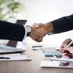 Finding the best interstate mover and getting that handshake can be a matter of a few details.