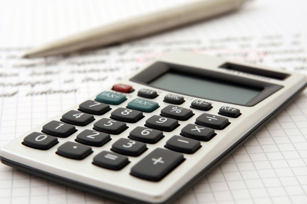 A calculator to calculate the costs when organizing your family move to Kuwait.