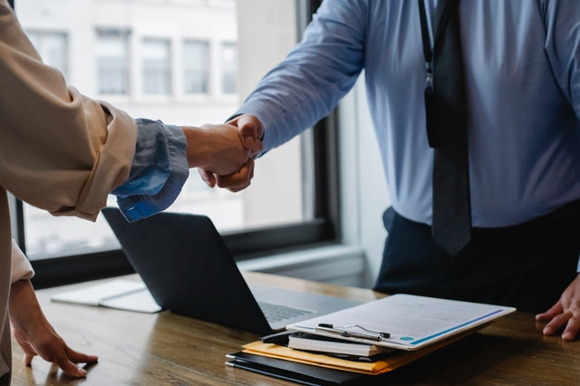 Two people are shaking hands in one of the best US cities for international companies.