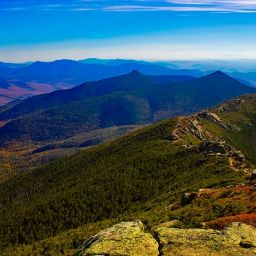 A view of the White Mountains, one of the top-rated tourist attractions in New Hampshire.
