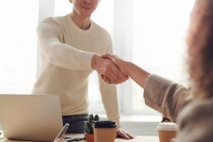 Expanding your business to the US with a handshake.